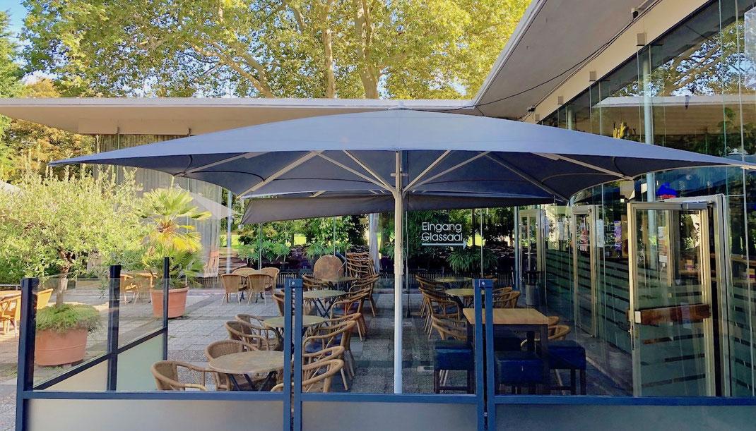 Restaurant Terrasse mit Windschutzanlage und Sonnenschutz