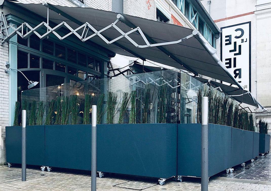 Windschutz höhenverstellbar für die Terrasse in der Gastronomie