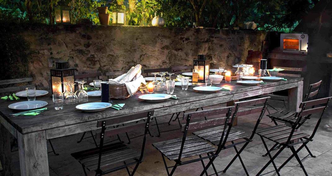 Grillen auf einer Terrasse in der Gastronomie