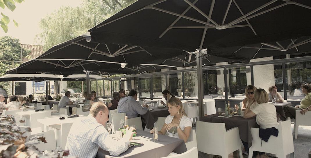 Gastronomie terrasse mit Pendelschirm