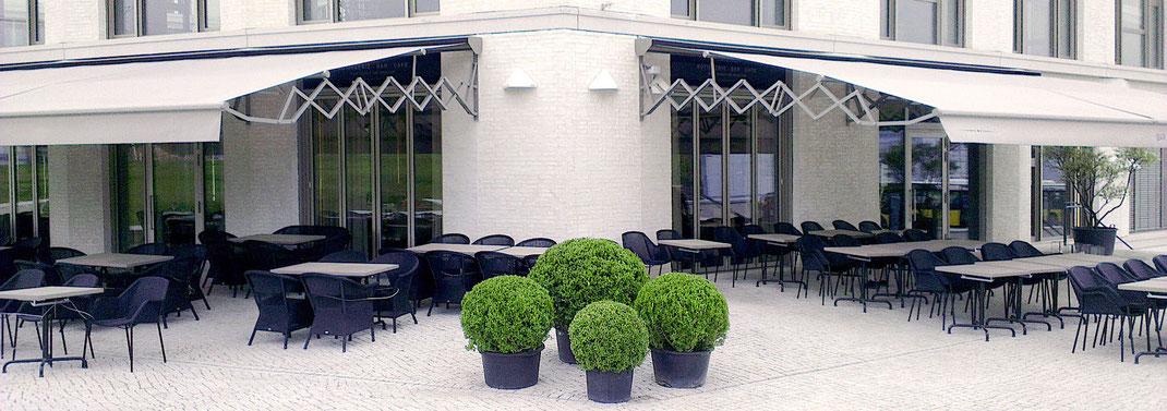 Scherenarm Markise Terrasse in der Gastronomie