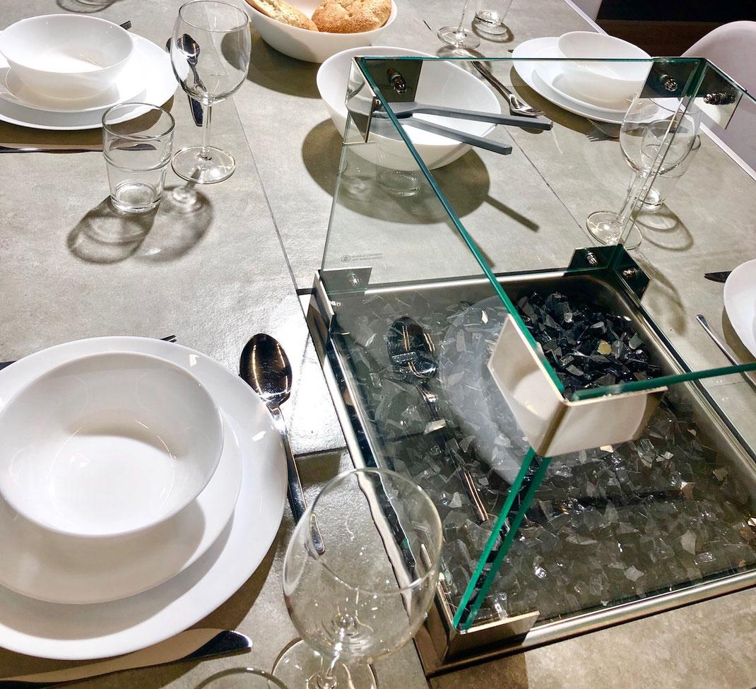 Esstisch mit Feuerstelle zum Grillen