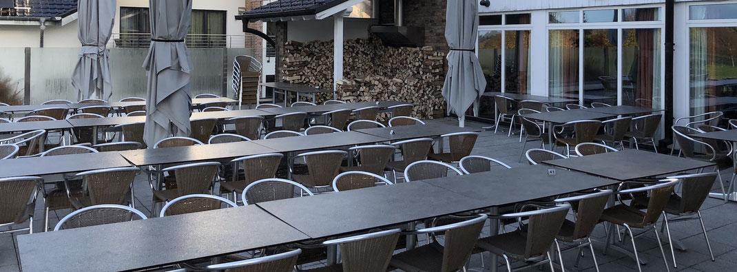 Terrassenmöbel mit Drahtseilen sichern