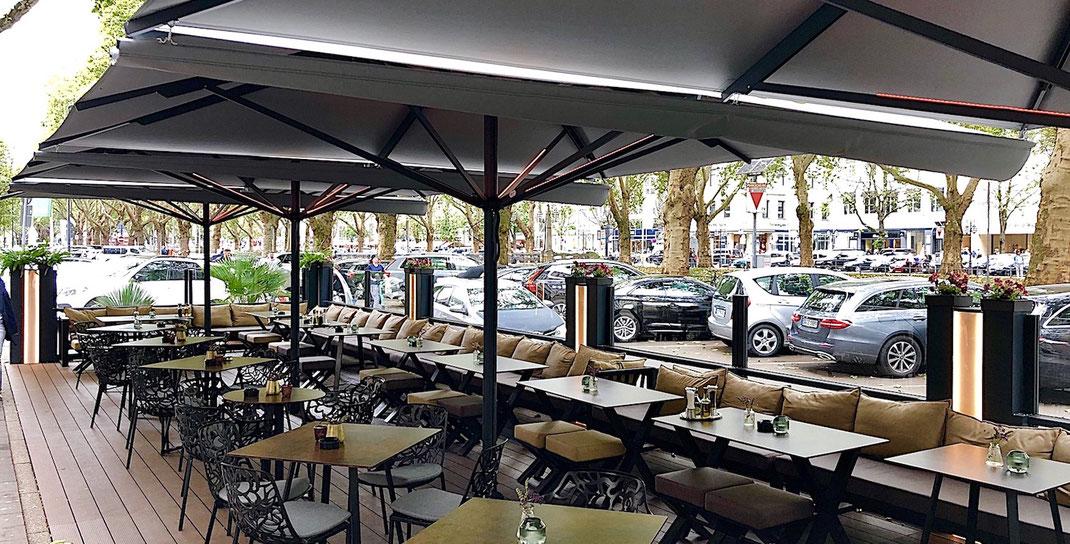 Exclusive Gastronomie Terrasse an einer Straße