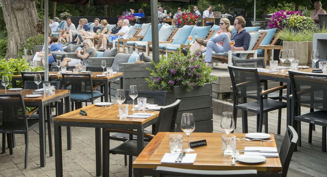 Gastronomie Terrasse mit gehobener Ausstattung im Biergarten