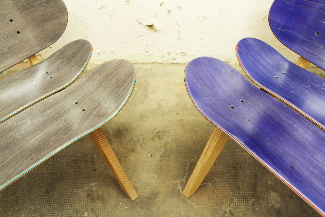 Skateboard lounge chair made with decks by Mister Wilson. Ein Skateboardsessel oder auch eine Skateboard Bank, handgefertigt aus Ahorn Skateboards und Multiplex Birke.