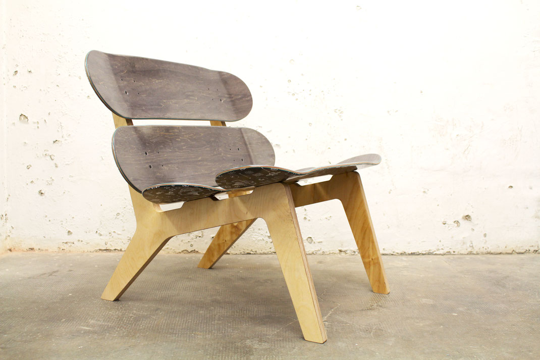 skateboard lounge chair made out of special skateboards. Skateboard Sessel aus Spezial Skateboards. Handmade loungechair made of  skateboard decks. Design furniture handmade in Germany. Designmöbel handgefertigt in Stuttgart.