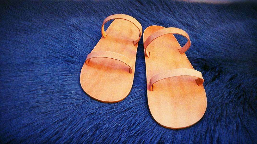 Maßgefertigte Sandalen aus Bio-Kalbs-Rind