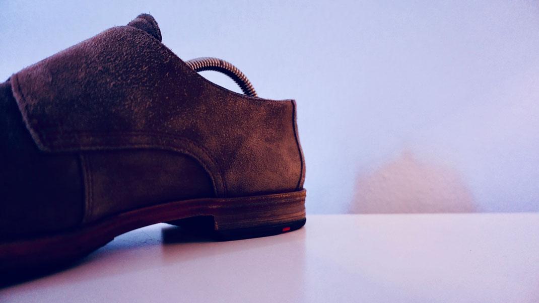 Schuhspanner mit Spiralfeder und zu großer Druckkraft aus die Fersenkappe