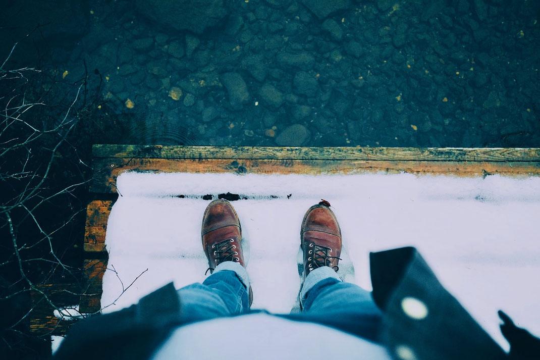 Winter Herrenschuhe Stiefel im Schnee