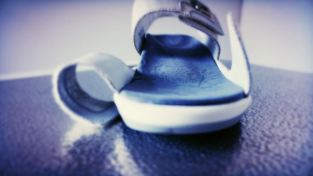 exklusive handgefertigte Schuh-Einlagen nach individuellem Kundenwunsch in Farbe und Haptik