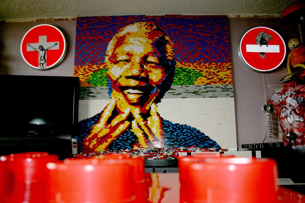 Portrait de Nelson Mandela réalisé avec des briques Lego