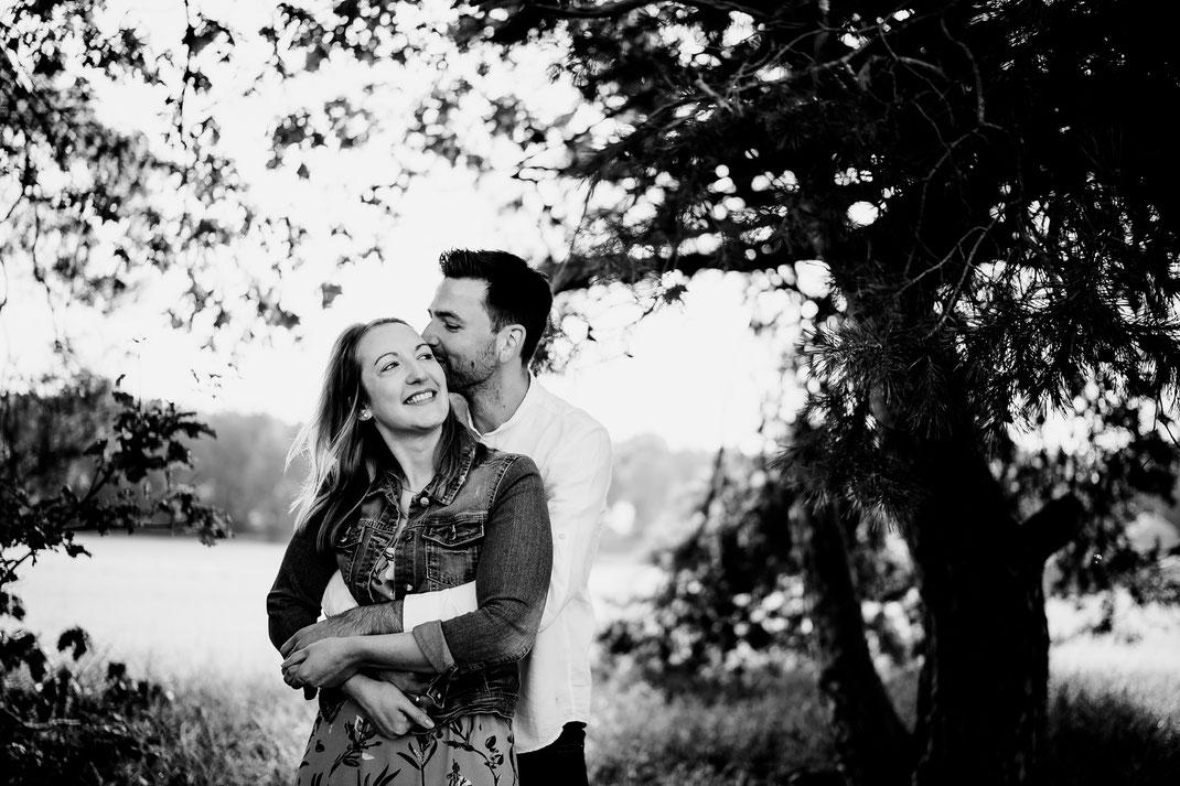 verliebt, festhalten, halten, nähe, bademühlen, mühle, pärchen, couple, liebespaar, lachen, vertraut, shooting, fototermin, zeven, badenstedt