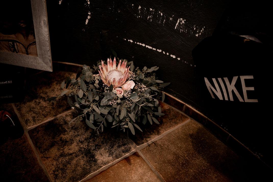 Kirchliche Trauung in Oese bei Bremervörde, Weddinginspo, Sommerhochzeit im Vintage Styl mit Brautjungfern und mans, fotografin aus Hamburg, stade, buxtehude, brautstrauß, flower, hesedorf