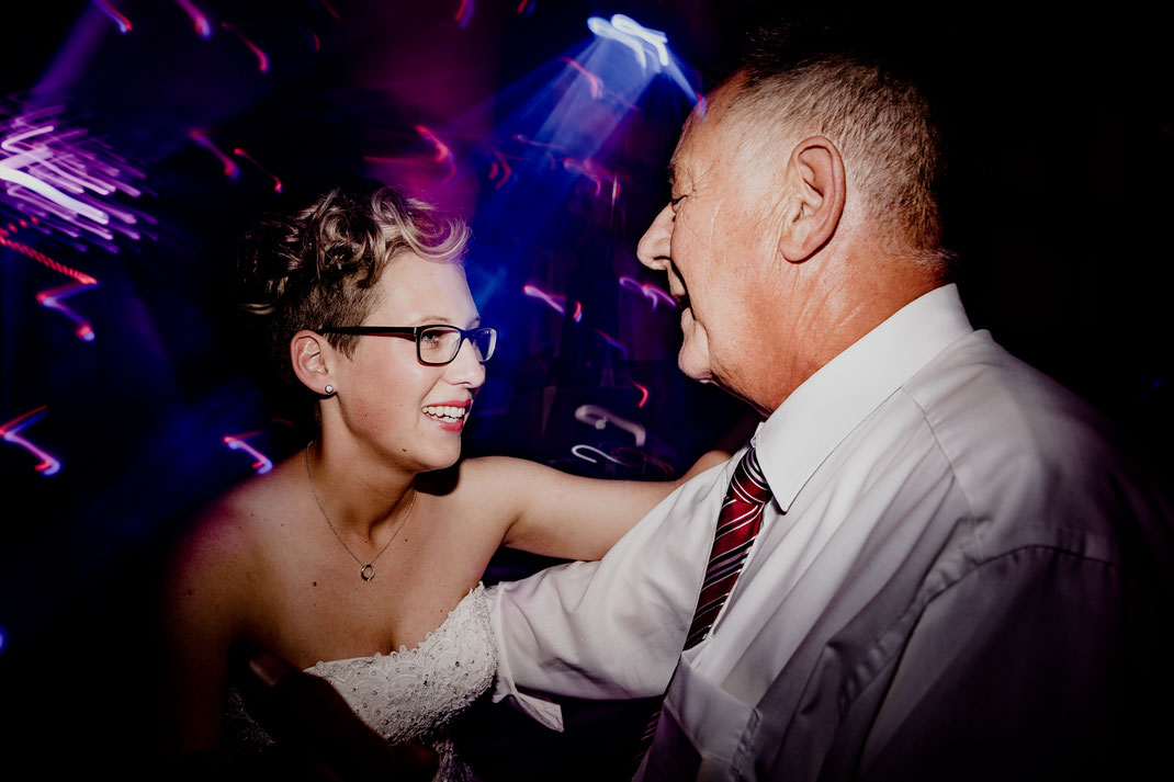 moisburg, party, feier, brautpaar, braut, bräutigam, bride, groom, buxtehude, scheune, tanz, opa, licht, dj, tom rix, hamburg