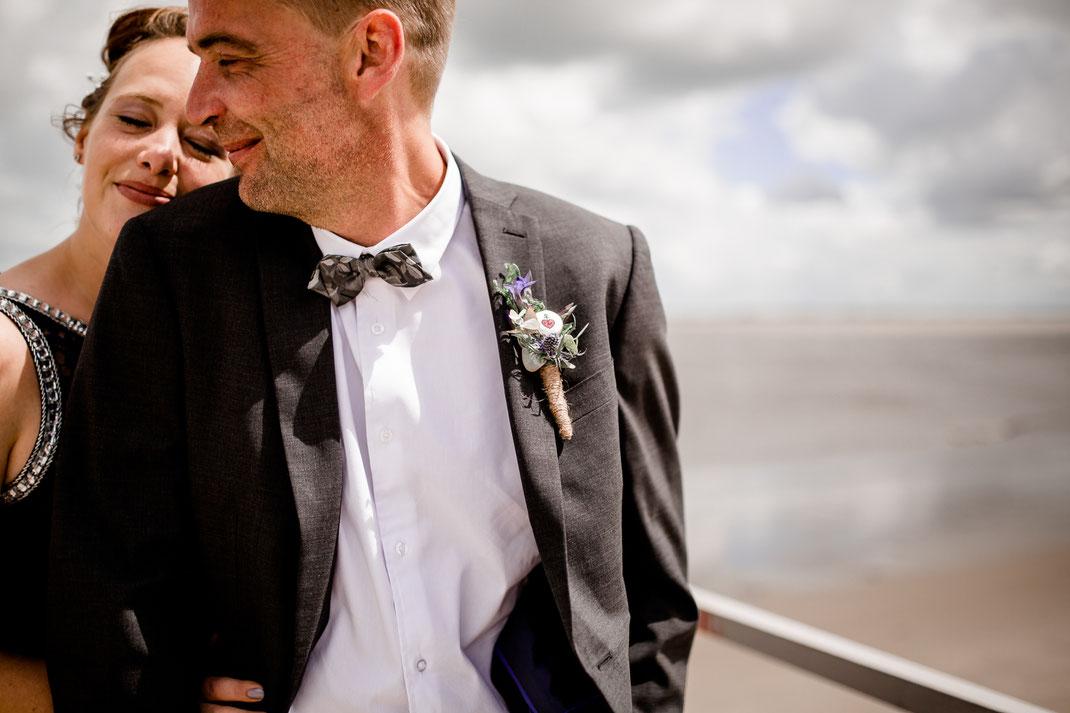 Krautsand, Standesamt, Elbe, Strand, Hamburg, Wedding, Hochzeit, Rathaus, Trauung, Idee, Inspiration, Deko, Feier, Brautpaar, Bride, Groom, Leuchtturm