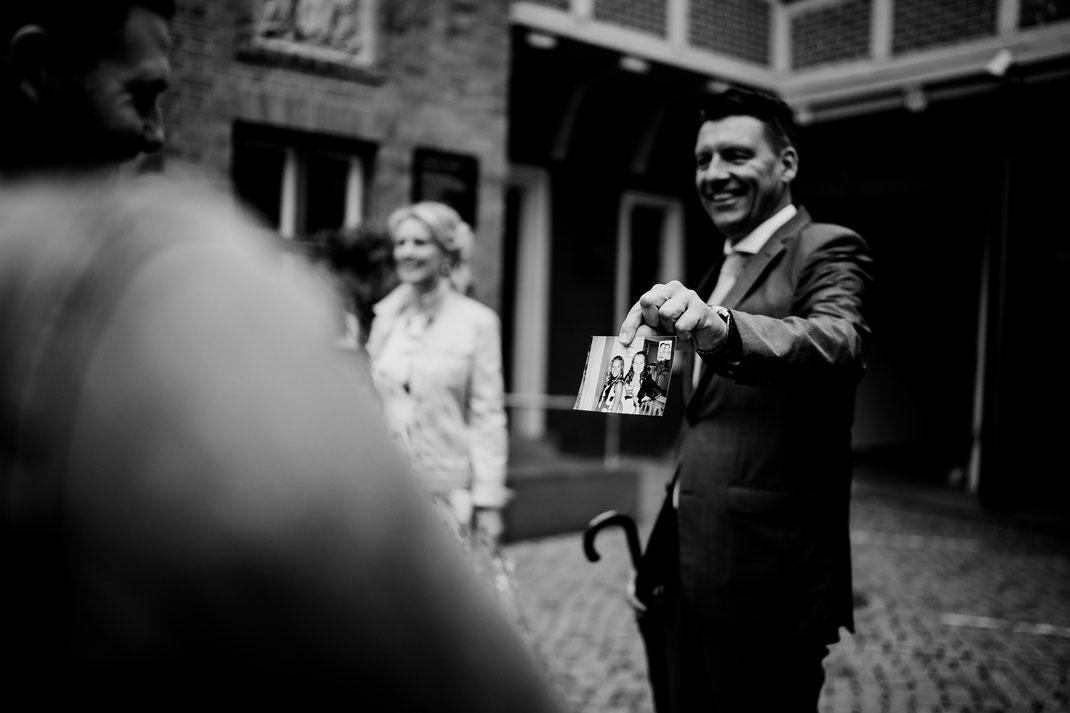 Hamburg, Winsen, Luhe, Schloss, Standesamt, Trauung, Hochzeit, Corona, Standesamtliche, Fotografin, Reportage, Real Wedding, realwedding, Brautpaar, Wasser, Schlosspark, corona, papa, erinnerungen