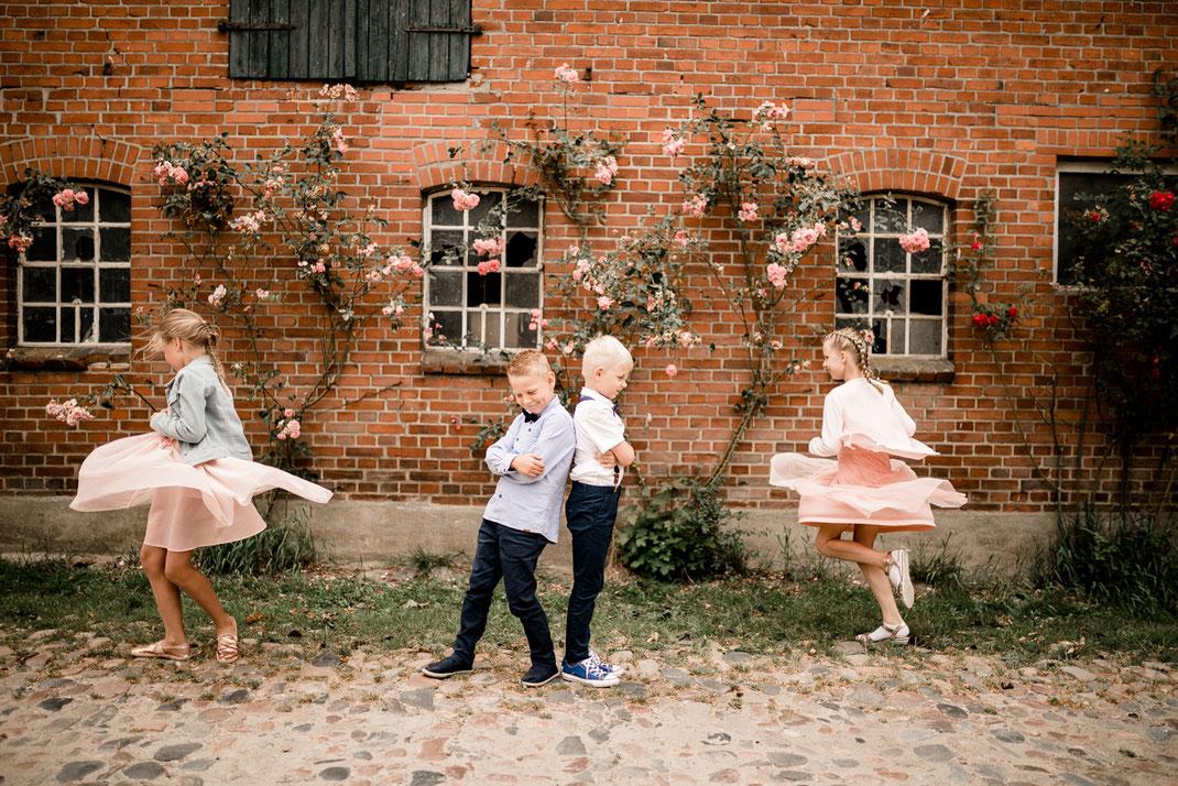 Kiel, Standesamtliche Trauung, draußen im Garten, wedding, realwedding, stade, bremen, hamburg, jork, zeven, große Diele Rade, empfang, donuts, kekse, kuchen, kaffee, sekt, kids portrait