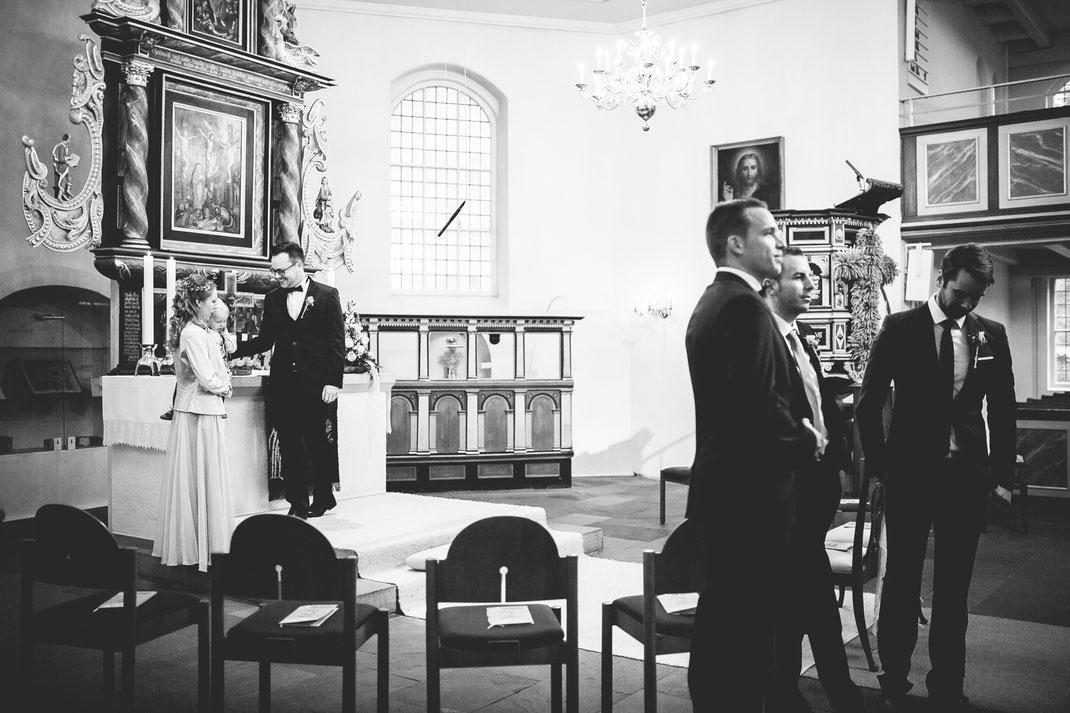 Harsefeld, Buxtehude, Wedding, Hochzeit, Sittensen, Kirche, Trauung, Bride, Grom, Brautpaar, Shooting, BreathtakingShootings, Vanessa, Teichmann, Samuelsen, Posen, Kirchlichetrauung, Niedersachsen, Stade, Hamburg, Jork, Ruschwedel, first look, couple