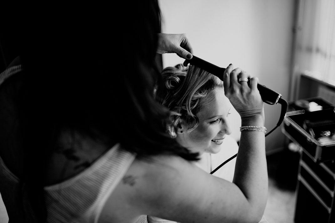 getting ready, bride, braut, trauzeugin, fertig machen, anziehen, kleid, dress, makeup, buxtehude, moisburg, ovelgönne, haare, jasmin, hairdresser, artist