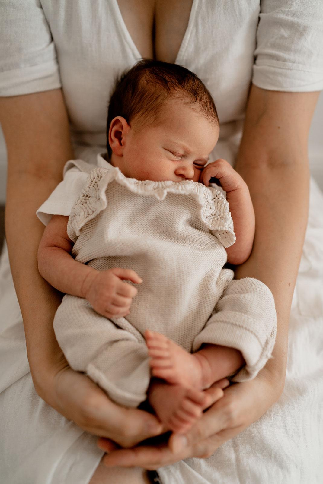 homestory, newborn, baby, neugeborenes, neugeboren, zuhause, foto, home, bremervörde, zeven, sittensen, buxtehude, horneburg, bremen, hamburg, kinderzeimmer, portrait, porträt, vintage, mädchen