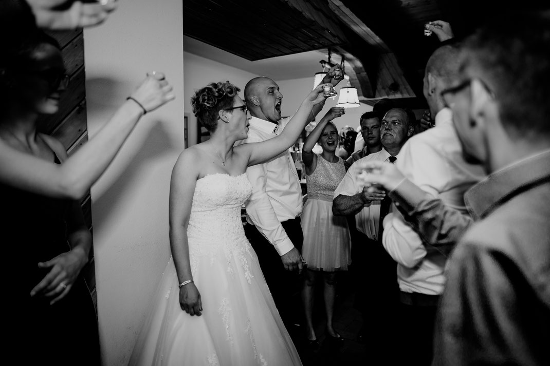 moisburg, party, feier, brautpaar, braut, bräutigam, bride, groom, buxtehude, scheune, tanz, opa, licht, dj, tom rix, hamburg, saufen, kurze, trinken, prost