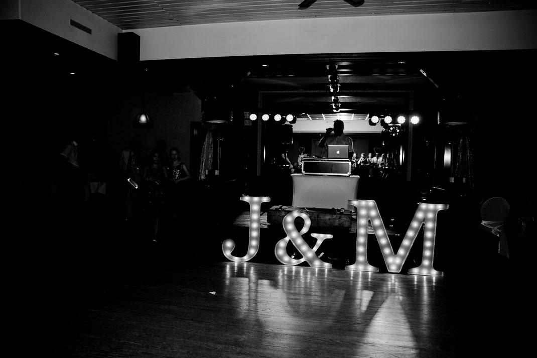 Kirchliche Trauung in Oese bei Bremervörde, Weddinginspo, Sommerhochzeit im Vintage Styl mit Brautjungfern und mans, fotografin aus Hamburg, stade, buxtehude, loktioan, quells gasthof, party, feier, dancen, nightshoot