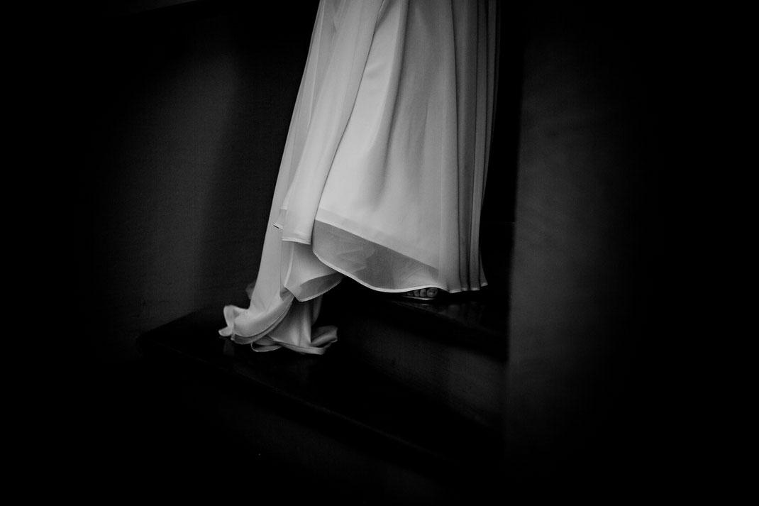 Kirchliche Trauung in Oese bei Bremervörde, Weddinginspo, Sommerhochzeit im Vintage Styl mit Brautjungfern und mans, fotografin aus Hamburg, stade, buxtehude, bride, flower,  shine, treppe, lana berendt, polike