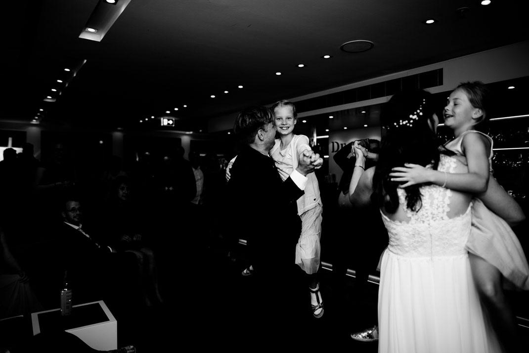 Kiel, Standesamtliche Trauung, wedding, realwedding, stade, bremen, hamburg, jork, zeven, Deck 8, Atlantik Hotel Kiel, Party, Feier, Hochzeit, brautpaar, Eröffnungstanz, licht,