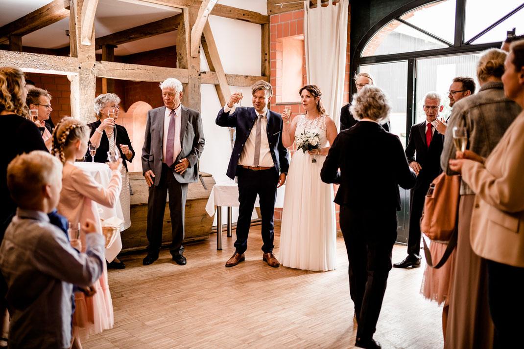 Kiel, Standesamtliche Trauung, draußen im Garten, wedding, realwedding, stade, bremen, hamburg, jork, zeven, große Diele Rade, empfang, donuts, kekse, kuchen, kaffee, sekt