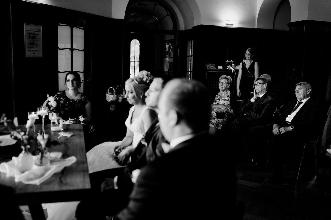Bremen, Oyten, Brautpaar, vanessa teichmann, samuelsen, fotografin, hochzeit, Haus Hünenburg, Corona, Feier, Hochzeitsfeier, Standesamt, Lokation, Trauung, Eltern, Mama, Papa
