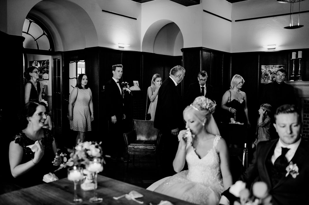 Bremen, Oyten, First look, Bräutigam, Braut, vanessa teichmann, samuelsen, fotografin, hochzeit, Haus Hünenburg, Corona, Feier, Hochzeitsfeier, Standesamt, Lokation, Trauung, tränen