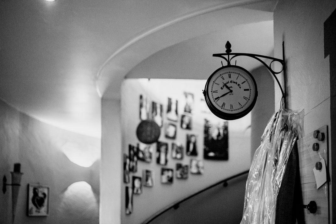 Kirchliche Trauung in Oese bei Bremervörde, Weddinginspo, Sommerhochzeit im Vintage Styl mit Brautjungfern und mans, fotografin aus Hamburg, stade, buxtehude, zeven, uhr, uhrzeit, weddingtime, time
