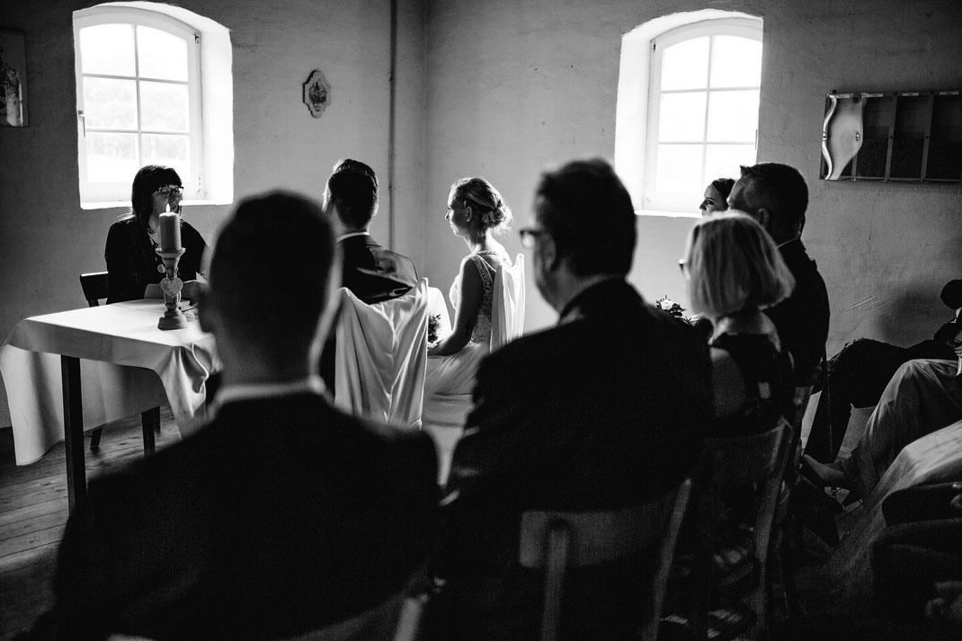 Bademühlen, Heide, Brautpaar, Pose, Hochzeit, Reportage, Real, Wedding, Hamburg, Fischbeck, Zeven, Stade, Vanessa Teichmann, Samuelsen, fotografin, brautjungfer, träne, freudentränen, stolz, freuen, familie