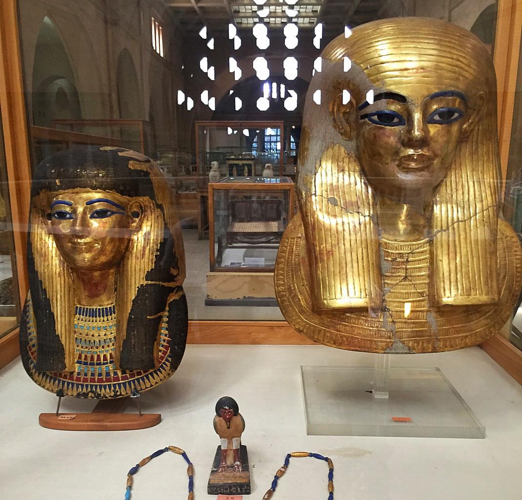 masque funéraire et amulette
