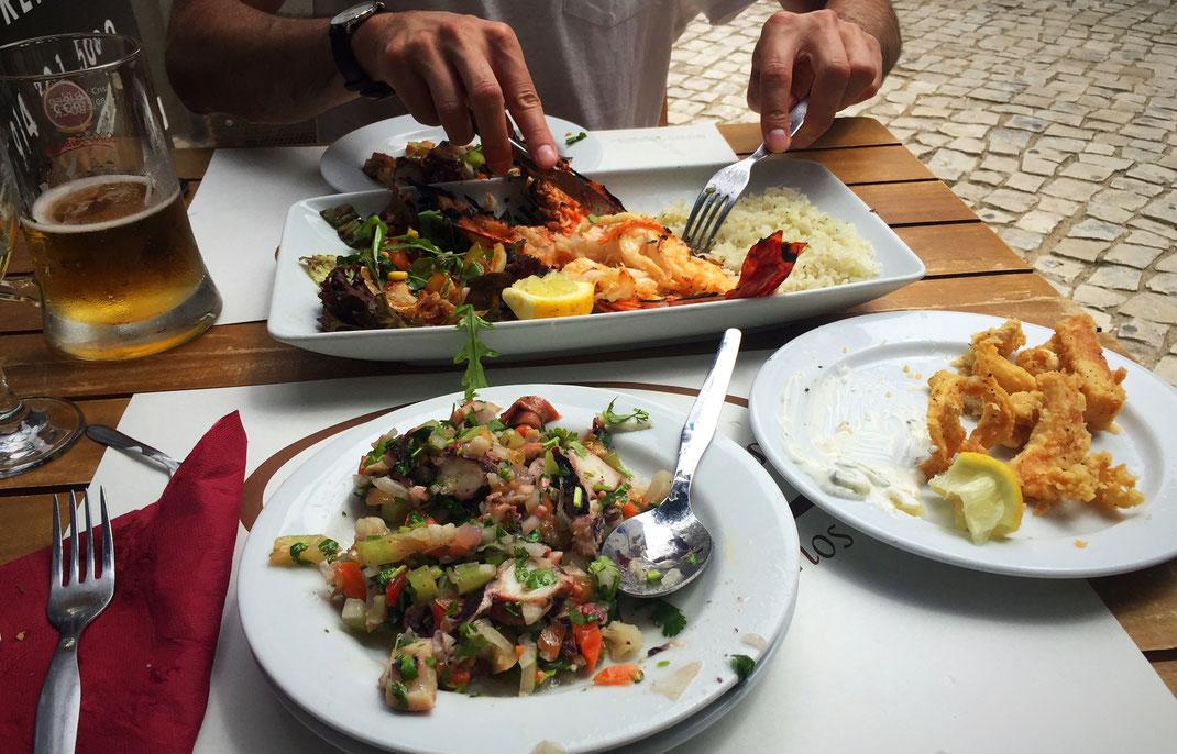 Orgie de poisson : Salade de poulpe, calamar frits et Tiger prawn à la Casa Portuguesa