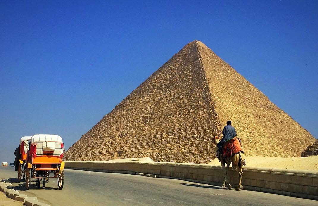 Pyramide de Gizeh -le Caire