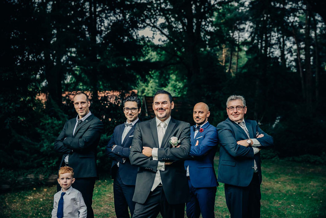coole-jungs-familienfotos-familie-trauzeugen-shooting-röckers-helte-garten-fotograf-antje-robbe