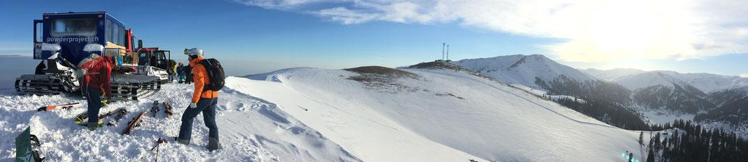 Panorama von Bakhmaro, Links Magtikom, dann Sunrise Mountain und Buksieti. © Jochen Schlutius.