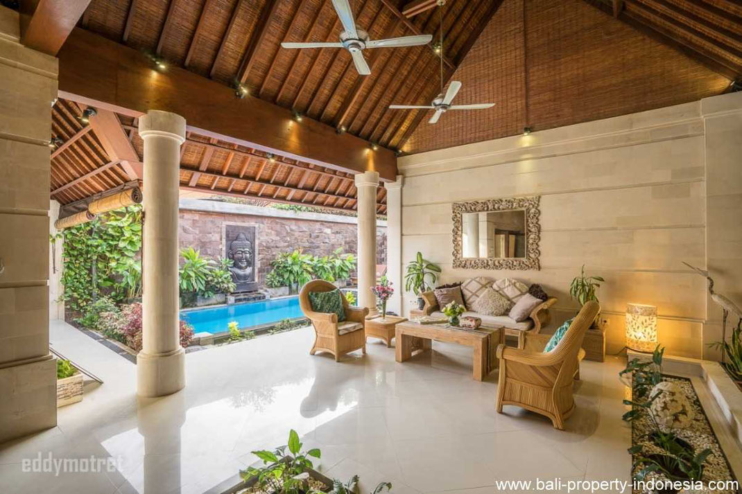 Sanur villa for sale on the beachside. A 3 bedroom cozy home.