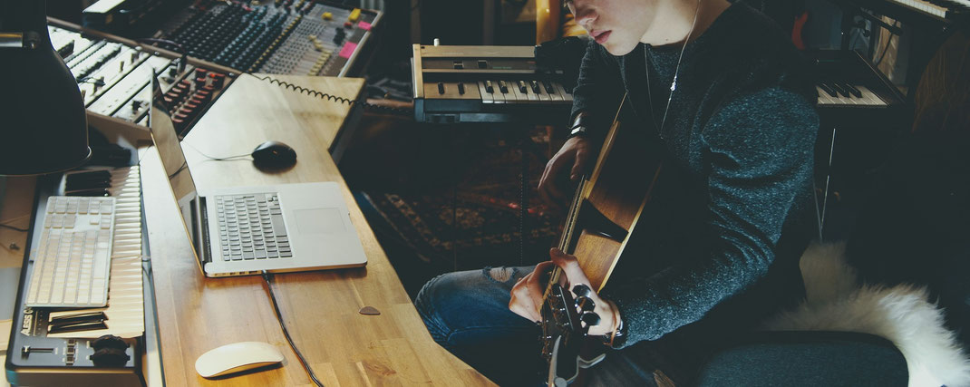 アーティストは自分で作曲、編曲は依頼しよう