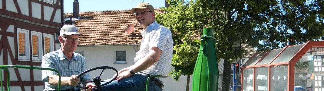 Protestaktion 2016 für die Ortsumgehung · Ein Teilnehmer und unser Bürgermeister Dr. Olaf Dahlmann.