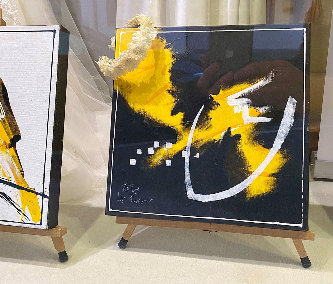 Kunst im Schaufenster von Brautmoden Tegernsee mit Künstler Markus Franzen aus Kreuth