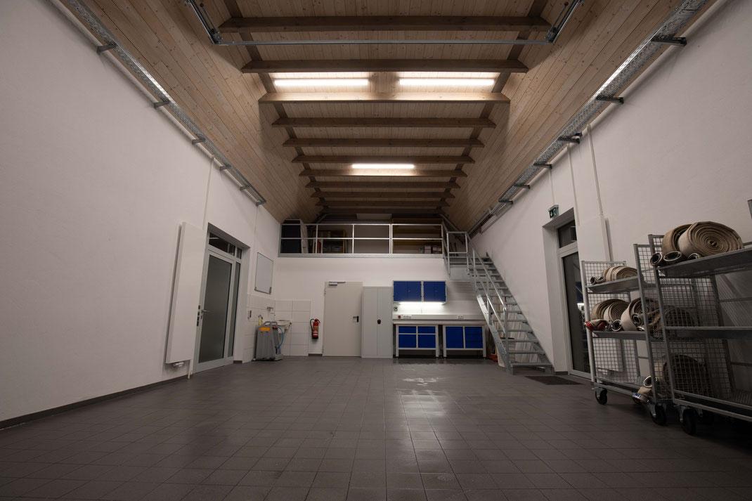 frisch geputzte Fahrzeughalle Ende 2020