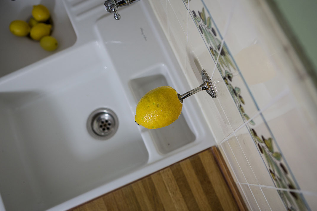 Manchmal muss es eben echte Zitroon sein - macht auch in der Küche immer eine gute Figur! Ein reines Spaßbild mit frischen Zitronen vom Hamburger Isemarkt ;-) Den Seifenhalter von Provendi gibt es mit ganz verschiedenen Seifen, u.a. auch mit Zitrone.