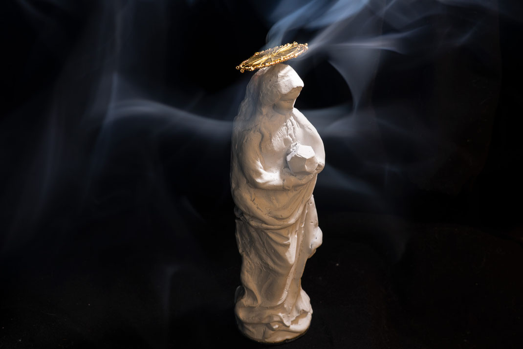 Burning For Mary: Räucherfigur Räuchern Räuchermännchen Maria Madonna Weihrauch Myrrhe Gold