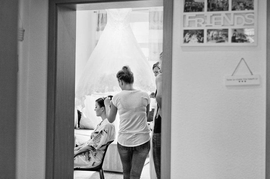getting ready, hochzeit, heiraten, hochzeit chemnitz, hochzeitsreportage, reportage hochzeit, hochzeitsfotograf, hochzeitsfotografie