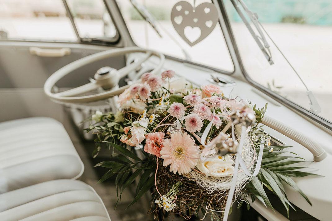 Blumenschmuck Hochzeitsauto, Demo Hochzeit Auto, VW Bulli