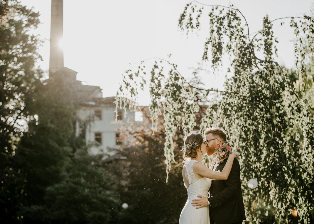 Fotoshooting in der Abendsonne in romantischer Kulisse von Villa Gückelsberg Flöha