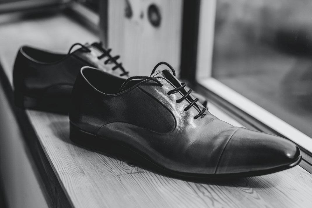 hochzeit Schuhe Bräutigam getting ready